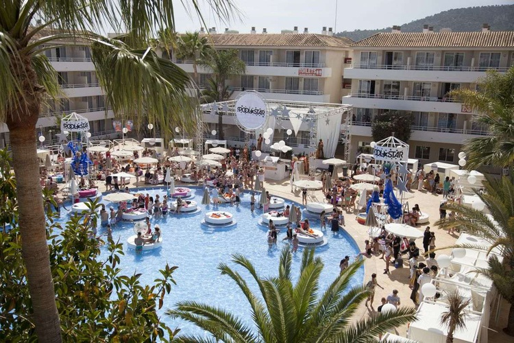 BH Mallorca hotel gets in the Jet2Holidays 'famous five' for high level millennials BH Mallorca